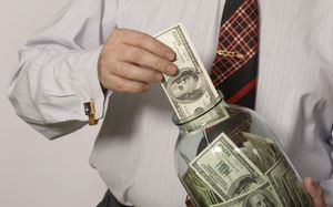 Куда выгодно вложить деньги в кризис