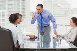 Определить должностных ответственных лиц для наложения взыскания за неисполнение